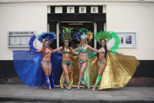 Dancers outside Alma de Cuba. Credit David Munn - Low Res