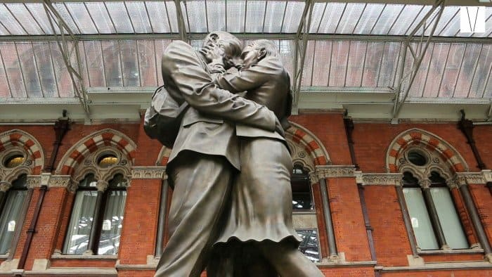 estatua meting place