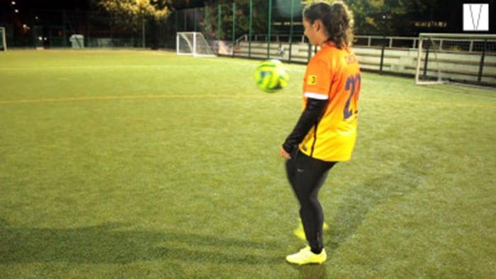 ticiele de camargo jogando futebol
