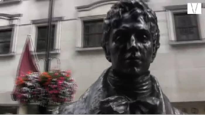 estátua do inventor do terno em st james