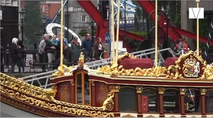 barco onde a rainha elizabeth desfilou