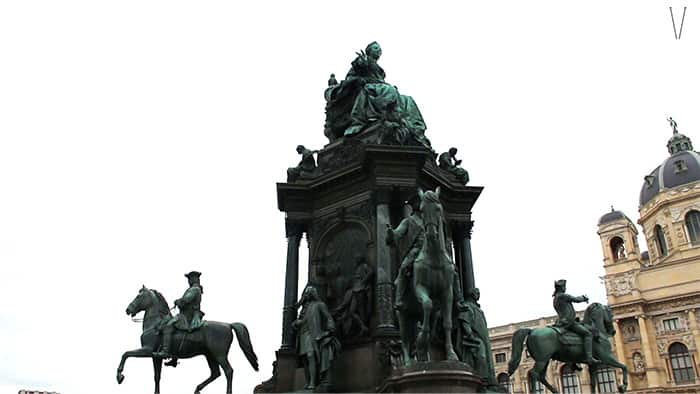 monumento a maria teresa imperatriz da austria