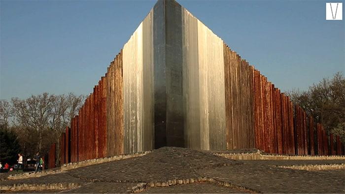 monumento 1956 budapestes