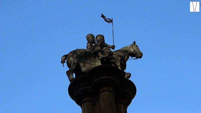 escultura dos cavaleiros templários