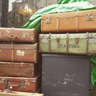 viagem vintage malas em uma esquina de dalston