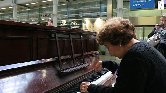 pianista elyanna caldas em st pancras