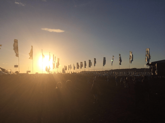 bandeiras em glastonbury