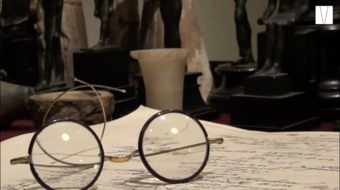 óculos no museu de freud