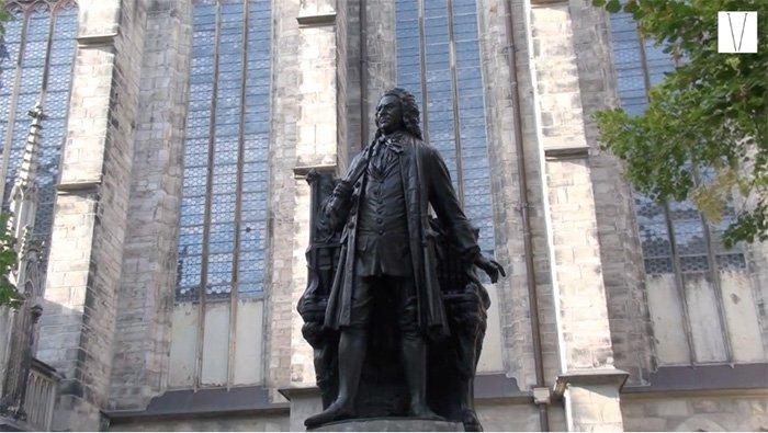 estatua de bach em leipzig
